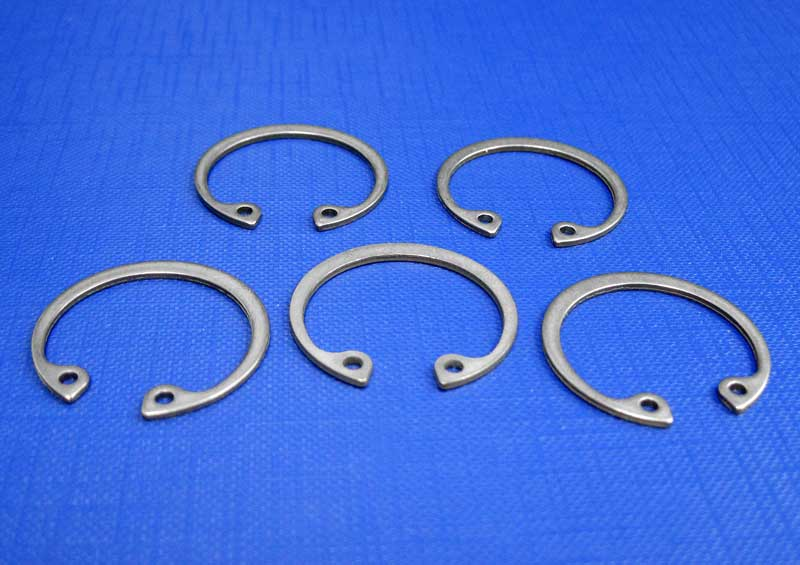 Circlips for Bores (Internal) 8mm up to 140mm Din472